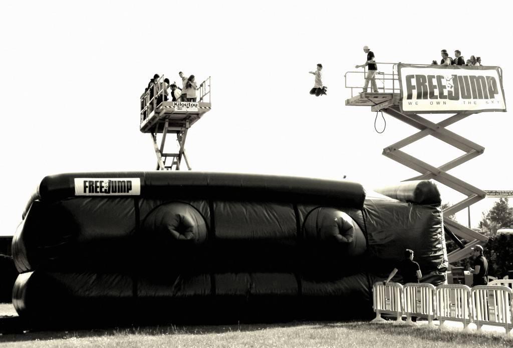 FreeJump - Un gros saut dans un Big Airbag !
