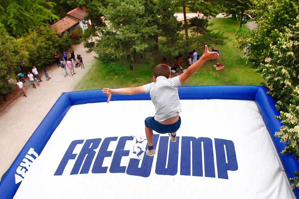 chute de hauteur airbag freejump enfant